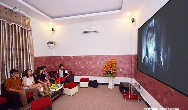 quán cà phê xem phim ở Sài Gòn